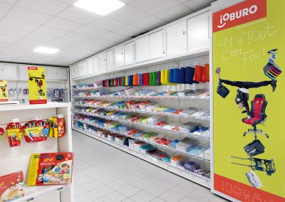 publicité sur lieux de vente type affiche dans un magasin de bureautique ioburoo